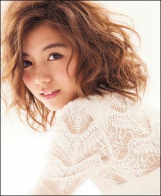 池田エライザのカップは豊胸!?メイクと髪型が激かわいい!私服も!