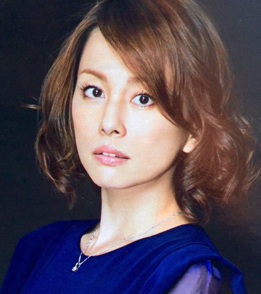 米倉涼子の髪型(ボブショート)やメイク!カップや担当美容師